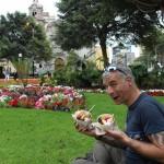 pause gourmande dans le parc central, Miraflorès