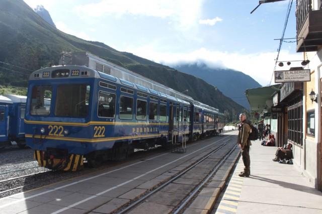 train pour le Machu Picchu à Ollantaytambo