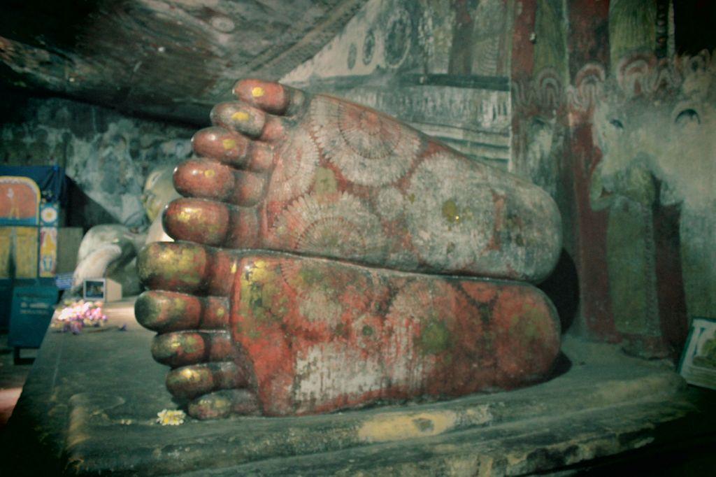 un bouddah mort (ayant atteint le nirvana) comme l'indique le léger décalage de ses pieds