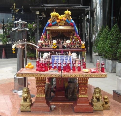 Offrandes: espérons que Bouddha aime le soda