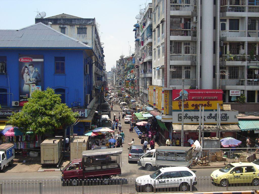 Yangon, vers les marchés