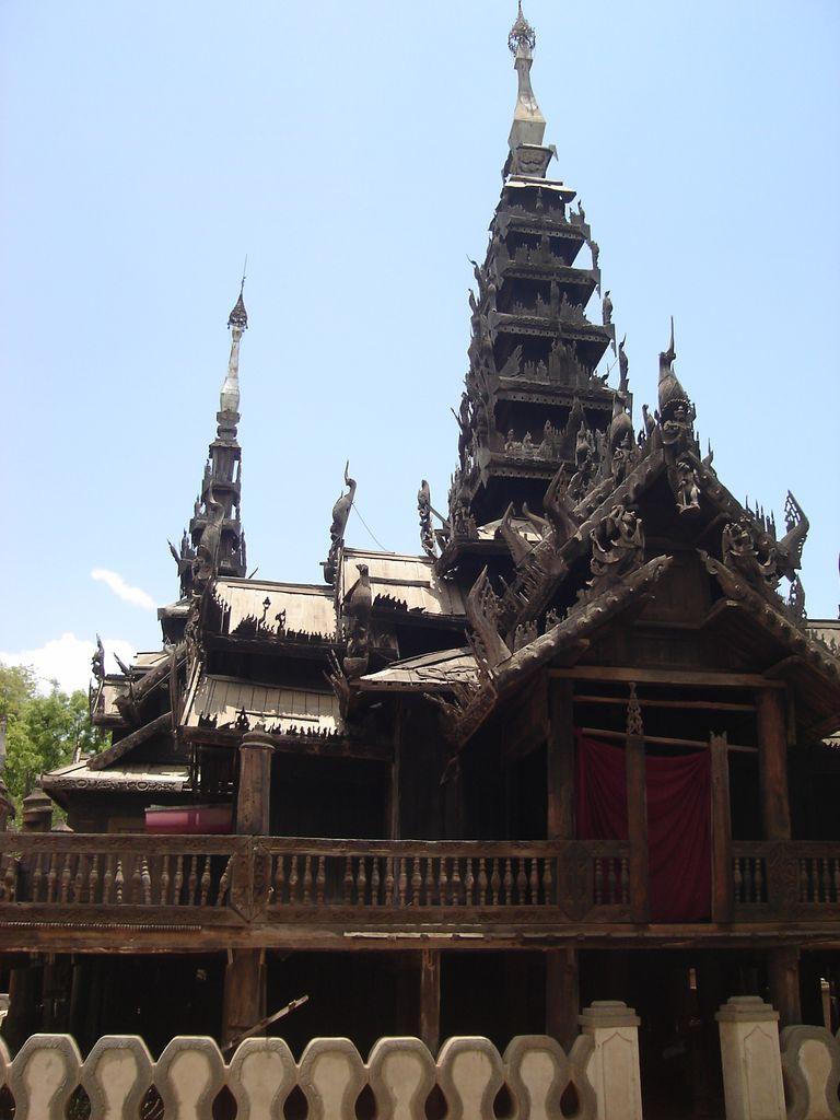 Le temple en Teck
