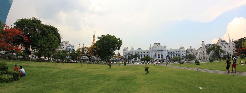 Yangon, place de l'hôtel de ville