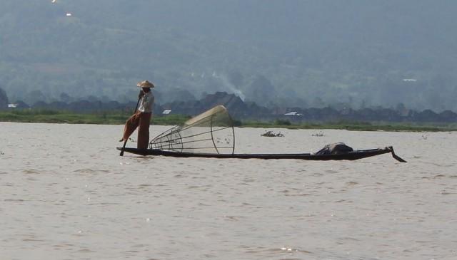 pêcheur sur le lac