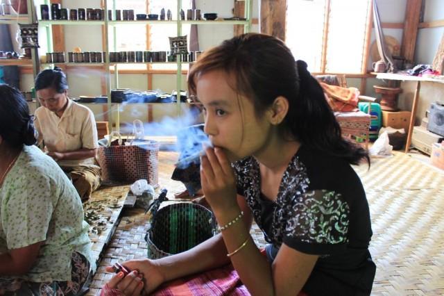 fabrique de cherrots, les fameux cigares birmans