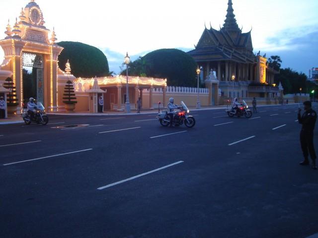 sortie royale devant le palais