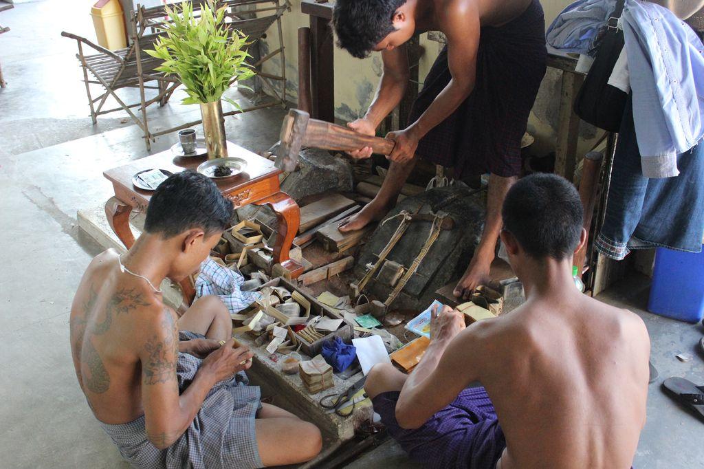 Mandalay, la fabrique de feuilles d'or
