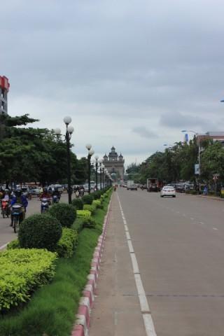 """les """"champs élysées"""" de Vientiane"""