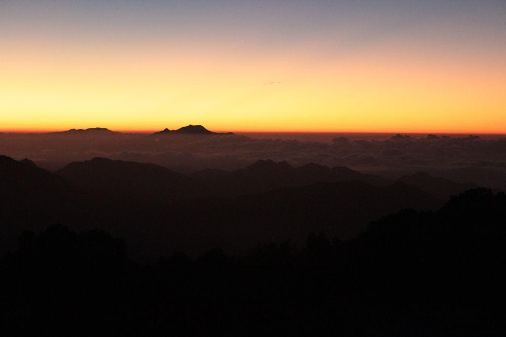 avant l'aube, au sommet du Kelimutu