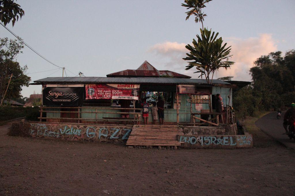 village de Wogo: sur la route